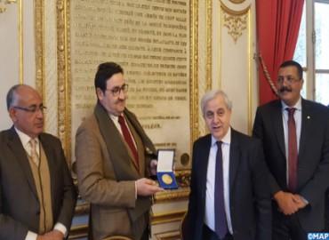 Kayouh recibe la medalla de oro del Senado francés