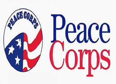 هبة من جلالة الملك إلى منظمة (بيس كوربس) الأمريكية لدعم عملها لصالح الشباب بالمملكة