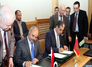 المغرب وليبيا يوقعان اتفاقية تعاون في مجال النقل البحري والموانئ