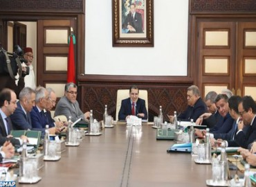 رئيس الحكومة: مشروع القانون المتعلق بتبسيط المساطر والإجراءات الإدارية سيضع قواعد أساسية ملزمة للإدارة