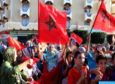 La population de la ville de Laâyoune réserve un accueil historique à SM le Roi Mohammed VI