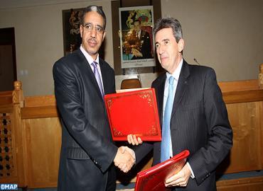 المغرب والبنك الأوروبي للاستثمار يوقعان اتفاقية قرض بقيمة 1,65 مليار درهم لعصرنة الشبكة الطرقية