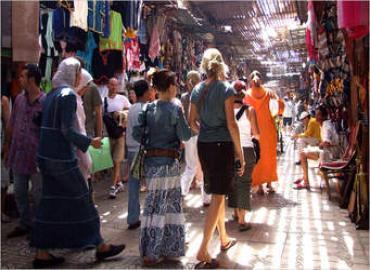 مرصد السياحة يقيم مستوى رضا السياح الأجانب