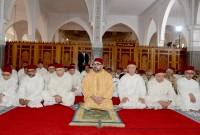 SM el Rey Mohammed VI, Amir Al Muminin, cumple la oración del viernes en la mezquita Al Qods en Salé