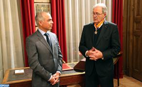 باريس : تسليم وسام ملكي لرئيس مؤسسة شارل دو غول جاك غودفران